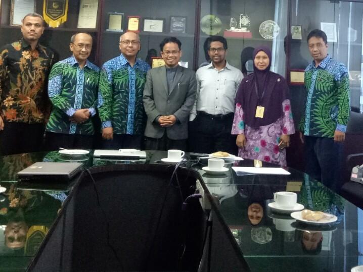Kunjungan Ketua Jur Teknik Elektro IST AKPRIND ke Universiti Malaysia PAHANG