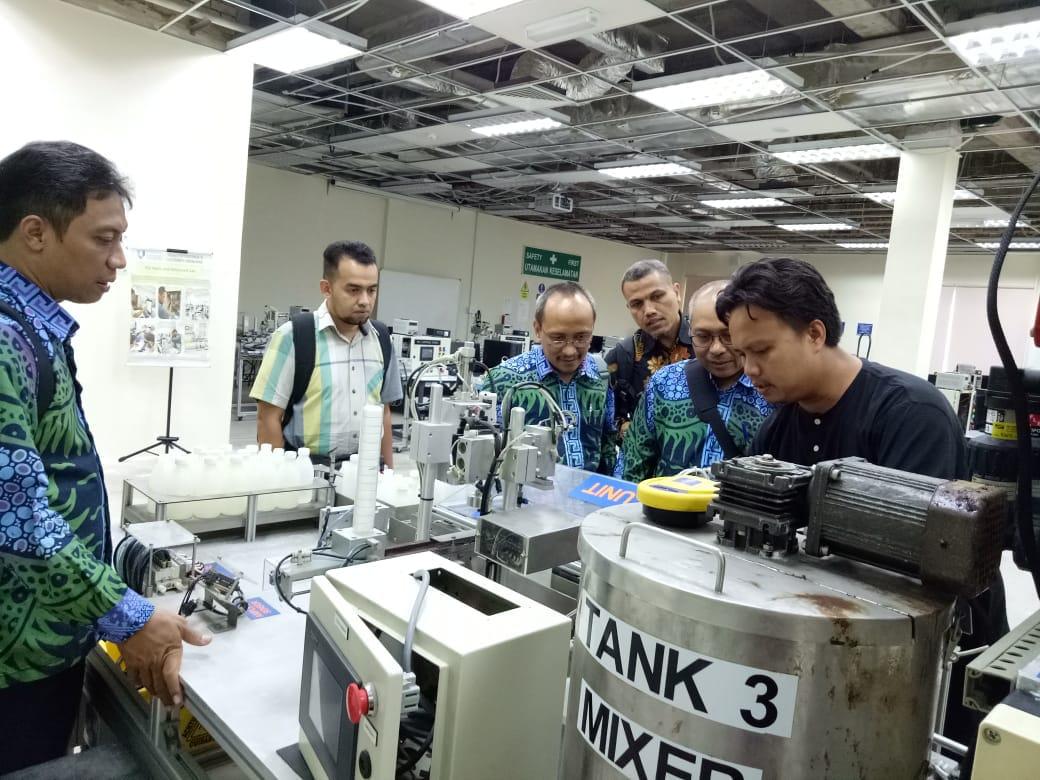 Kunjungan Ketua Jurusan Teknik Elektro IST AKPRIND ke Fakulti Kejuruteraan Elektrik dan Elektronik Universiti Malaysia Pahang