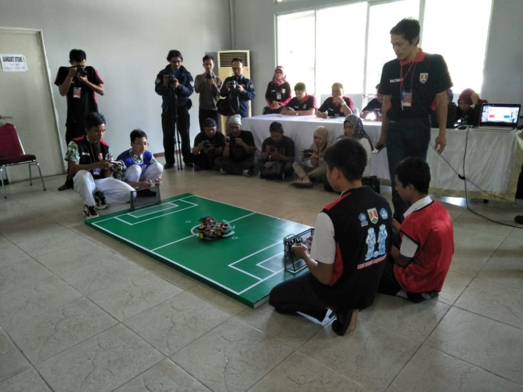 Lomba Robot Soccer Competition Elektro AKPRIND