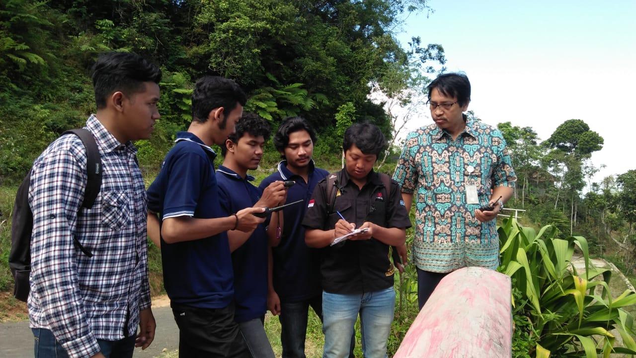 Kuliah Lapangan Sistem Komunikasi Repeater di Puncak Suroloyo